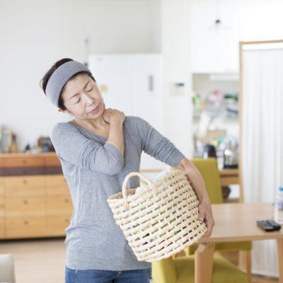 Spiritual meaning of left shoulder pain woman holding basket clutching shoulder