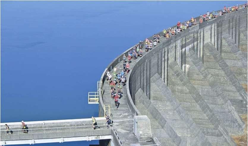 L'an passé, la chaleur accablante avait rendu l'épreuve particulièrement difficile. Mais cela n'avait pas empêché près de 1300 personnes de participer à la Gigawatt et d'emprunter le fameux barrage de Yaté pour le départ. Un classique.