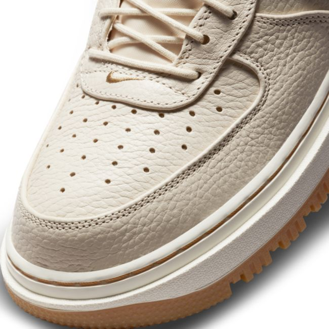 Nike Air Force 1 Luxe DB4109-200 03