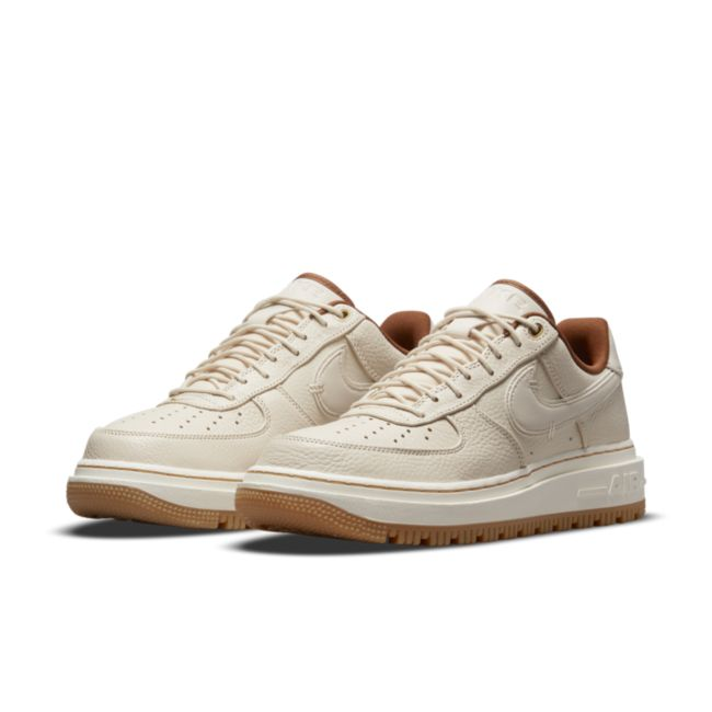 Nike Air Force 1 Luxe DB4109-200 04