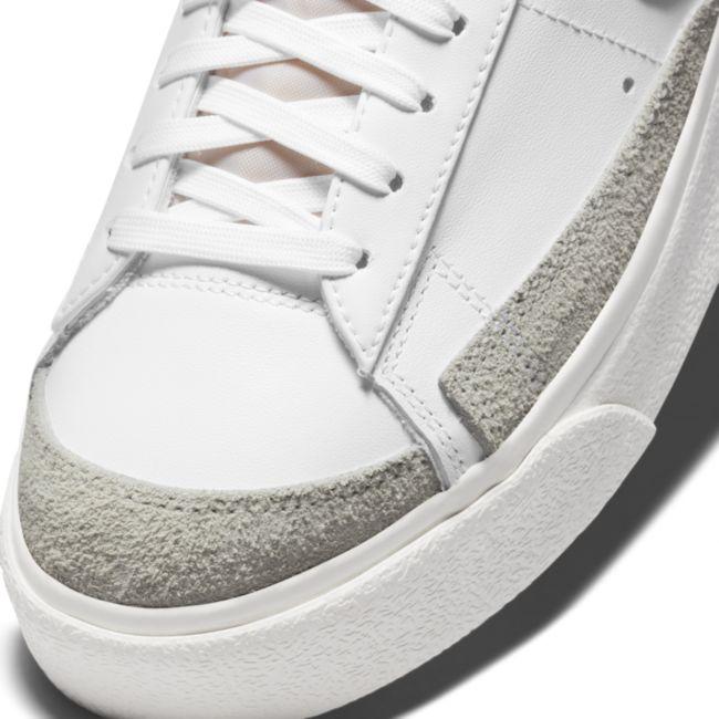 Nike Blazer Low Platform DJ0292-101 03