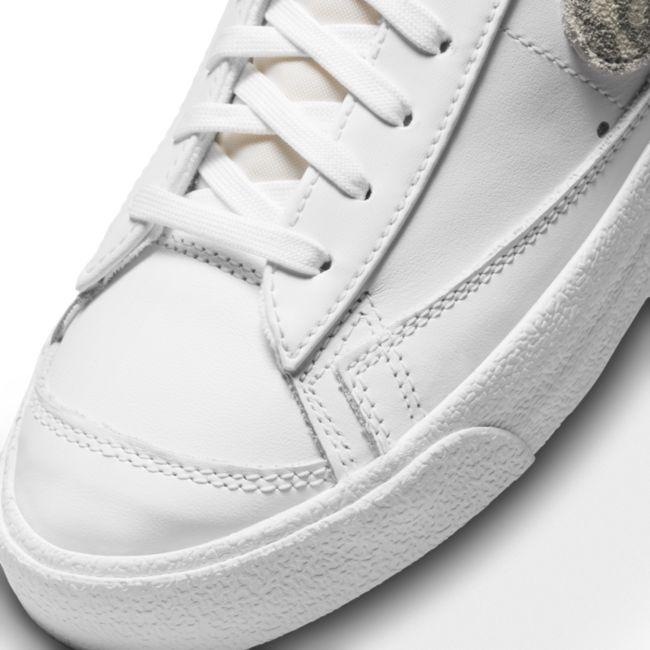 Nike Blazer Mid '77 DH9633-101 02