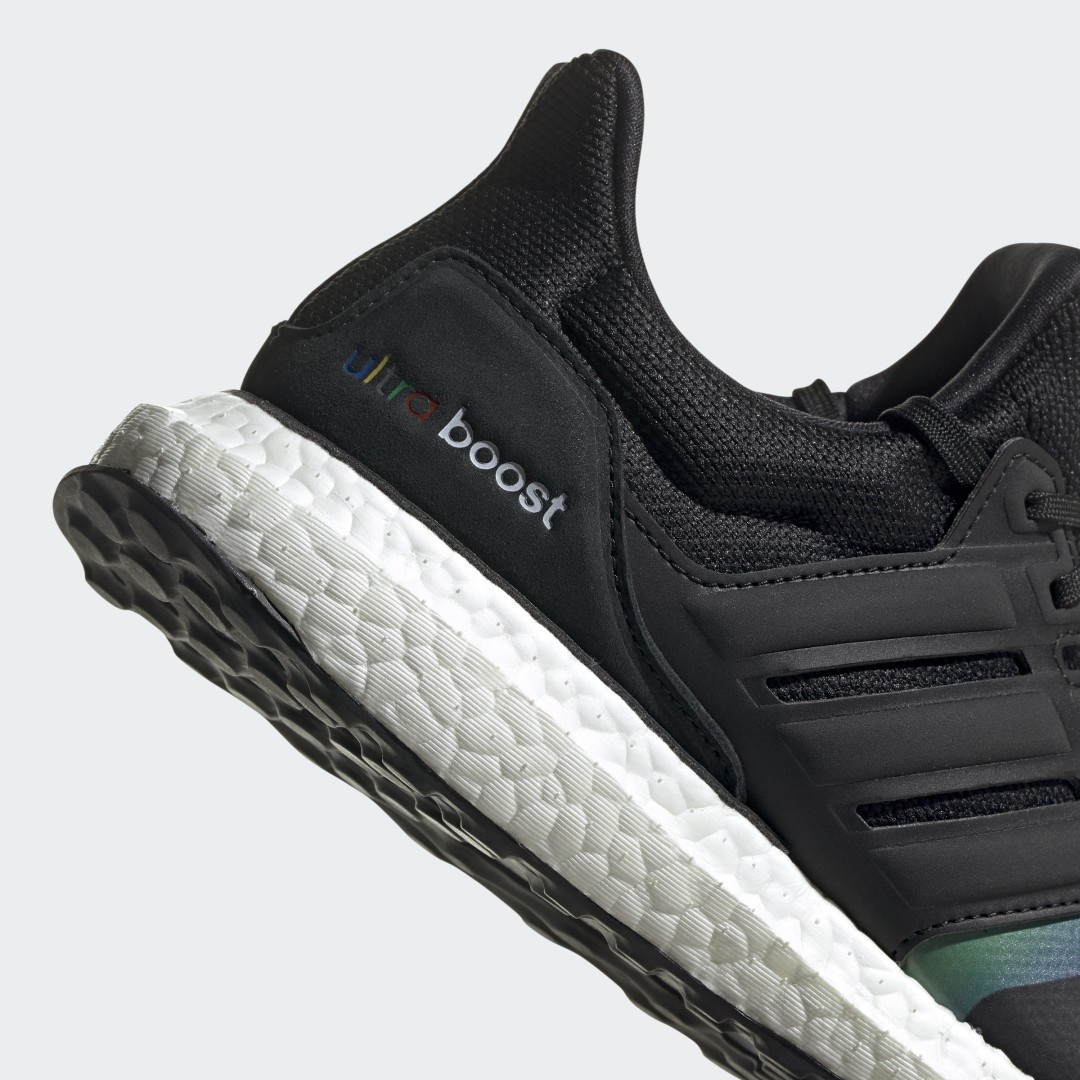 adidas Ultra Boost DNA FV7015 05