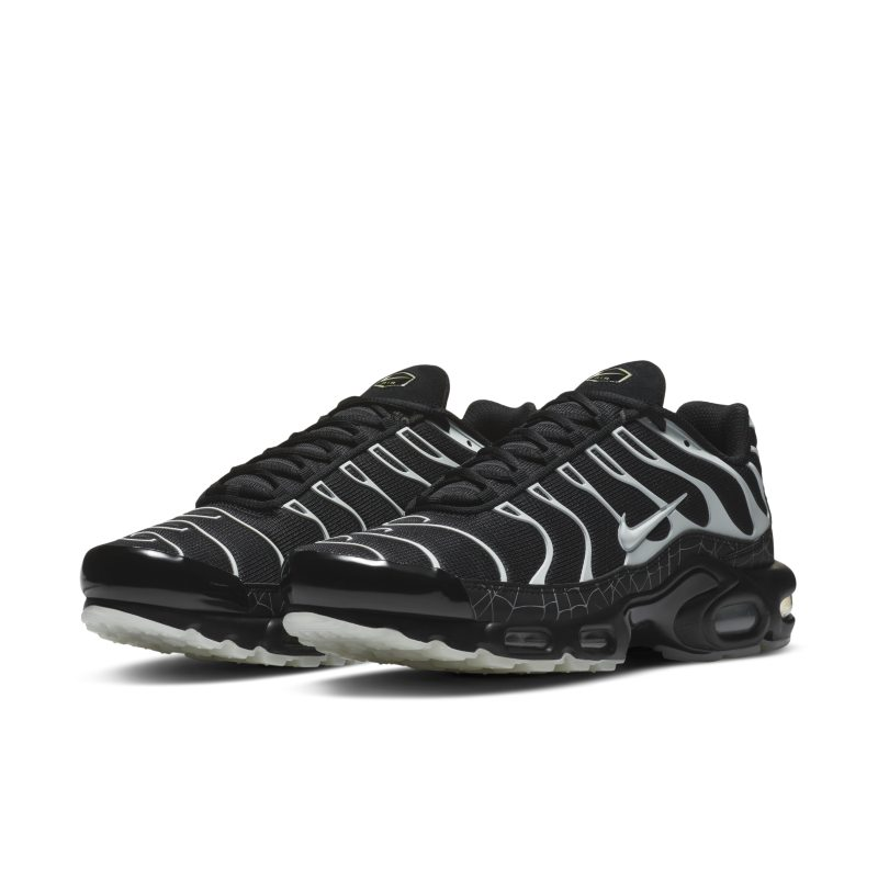 Nike Air Max Plus DD4004-001 02