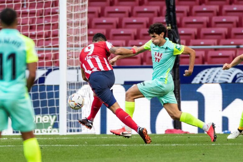 RED-HOT SUAREZ SCORES BRACE IN DEBUT WITH ATLETICO