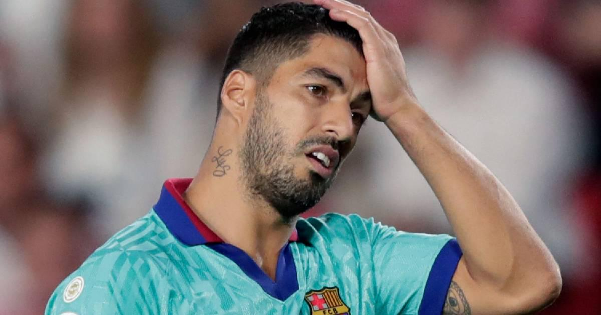 LUIS SUAREZ TEARFULLY SAYS GOOD BYE AT BARCA'S TRAINING SESSION