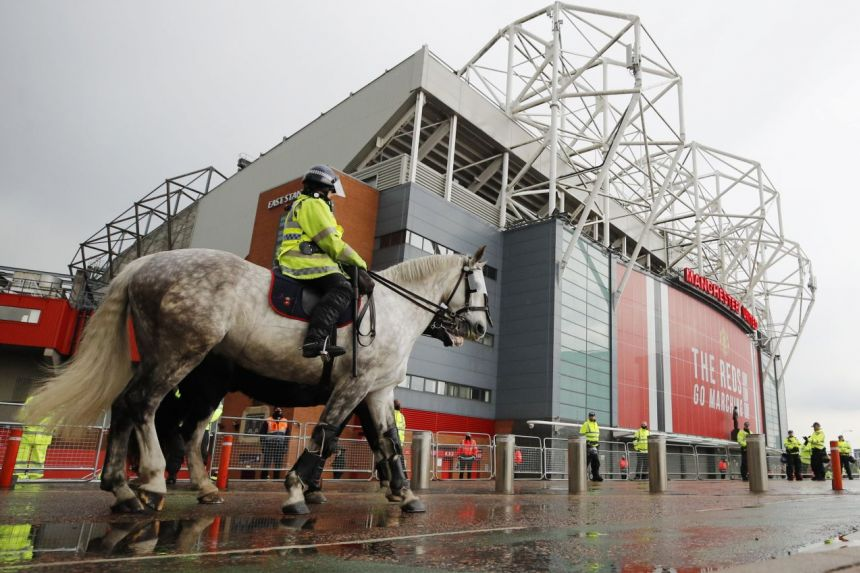 UNITED PLAYERS ARRIVE AT GROUND SIX HOURS BEFORE POSTPONED LIVERPOOL GAME