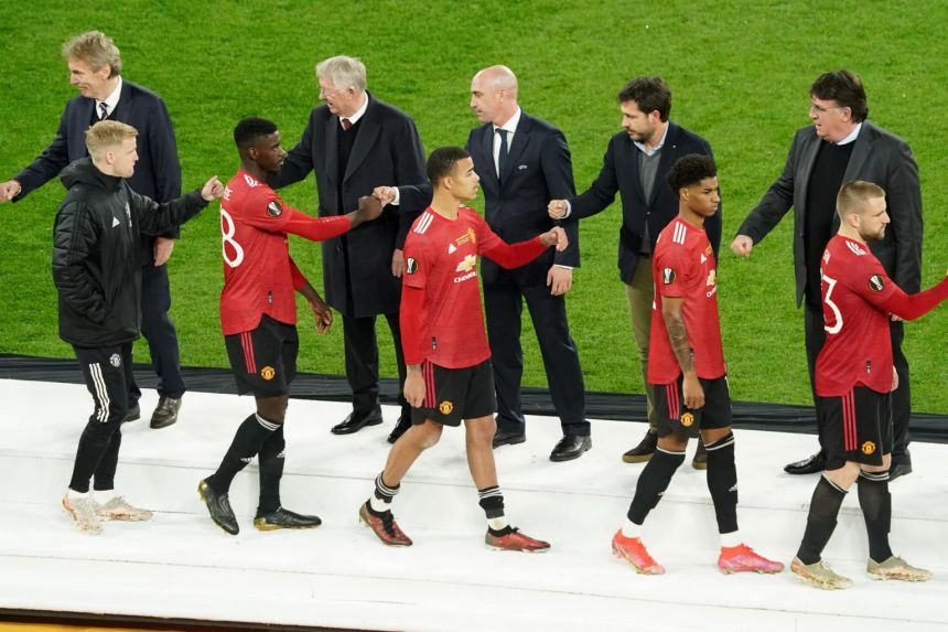 'We didn't turn up', admits Solskjaer after United lose Europa League final