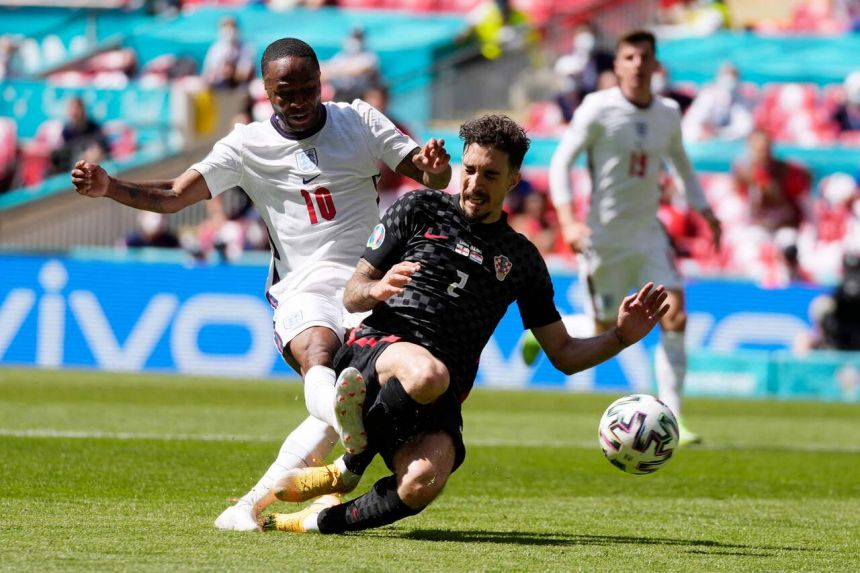 Sterling strike from Sterling gives England opening win over Croatia