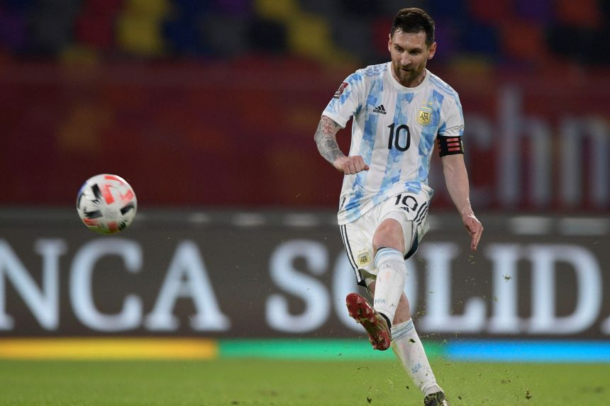Messi's goal not enough as Chile hold Argentina in World Cup qualifier