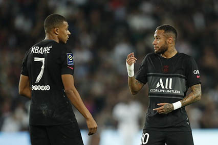 PSG manager, Pochettino plays down talk of Neymar-Mbappe fall out