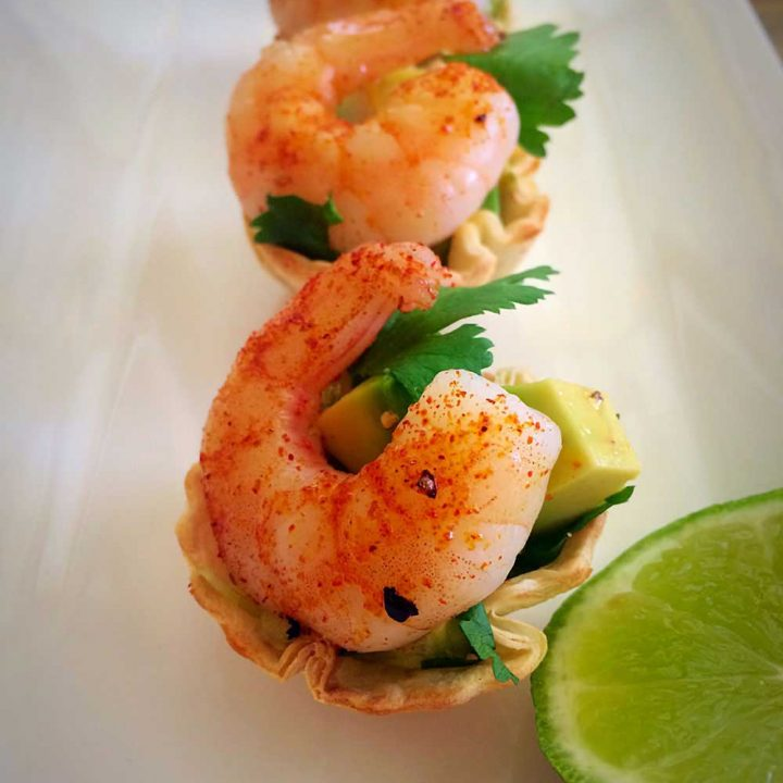 Mini Prawn Taco Bites. Spiced prawns, cooling creamy avocado, crisp lettuce and a mouthful sized taco shell cup. www.sprinklesandsprouts.com.au