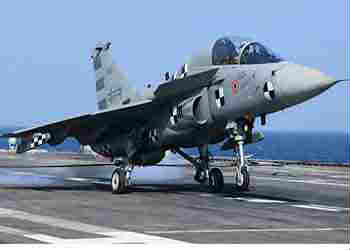 tejas-successfully-lands-on-ins-vikramaditya-for-first-time
