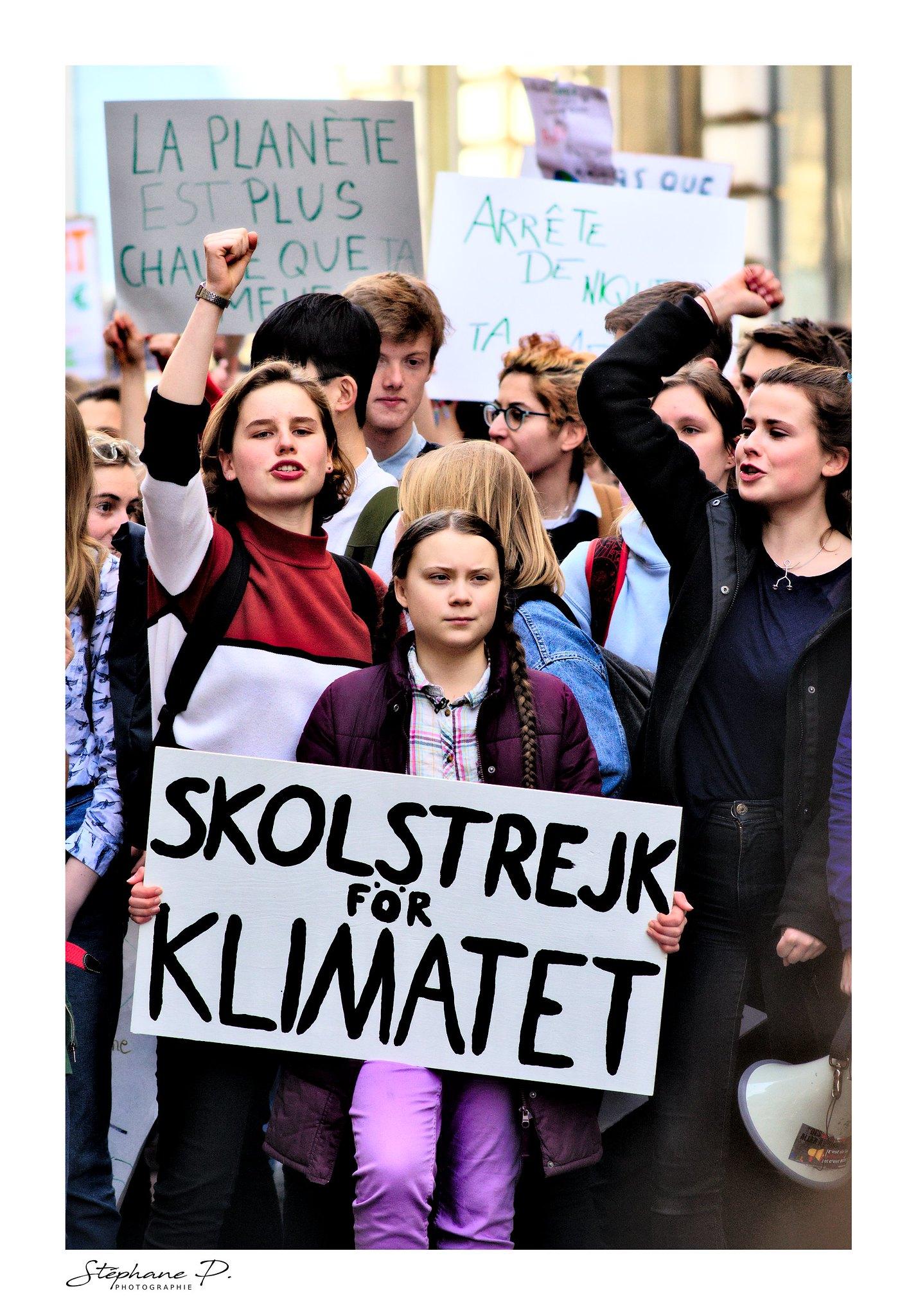 圖/瑞典少女桑伯格今年二月間在巴黎的氣候變遷遊行現場。(stephane_p)(CC BY-NC-ND 2.0)