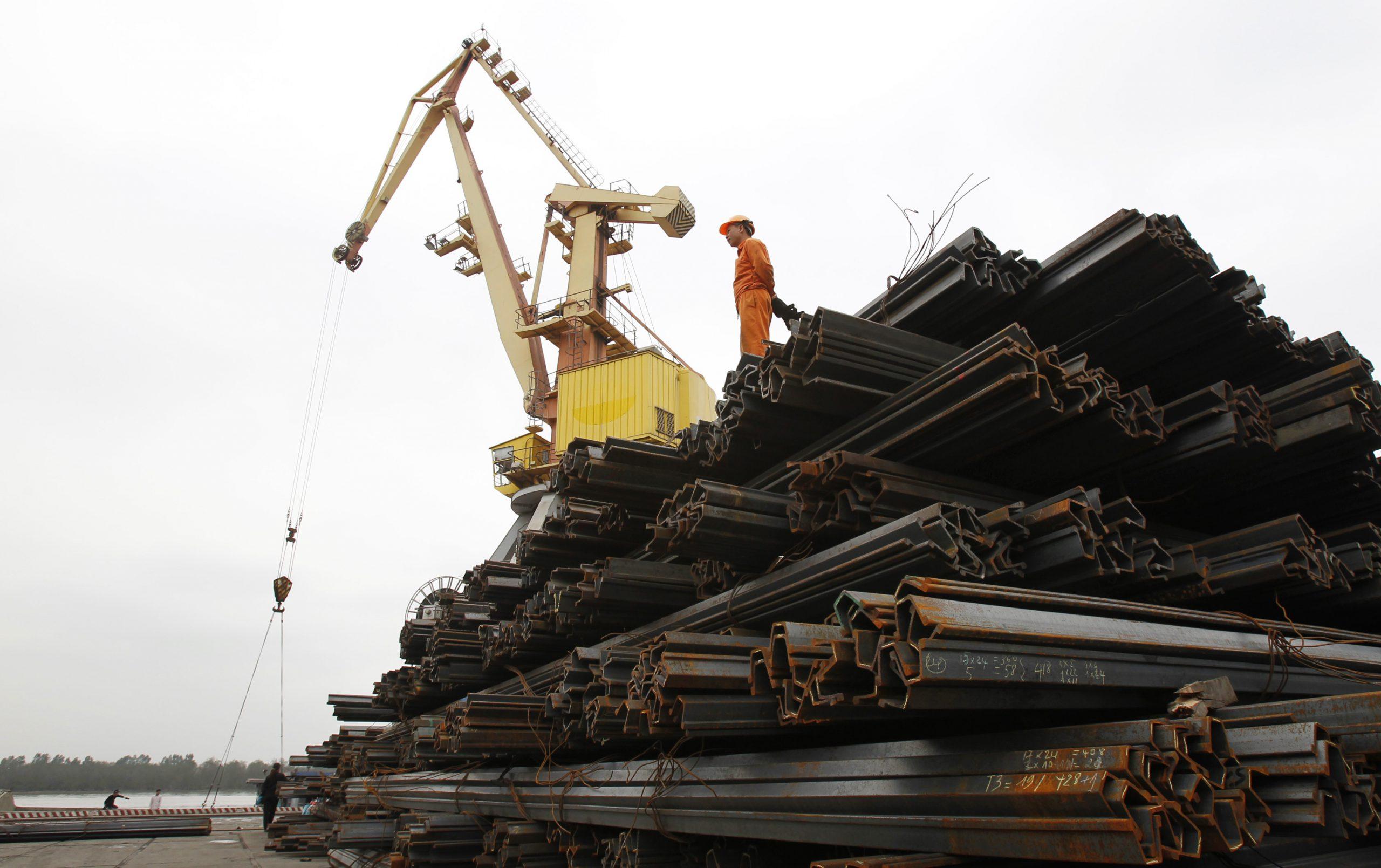 圖/堆疊在越南港口等待外銷的鋼鐵堆。( REUTERS / Kham / 達志影像)