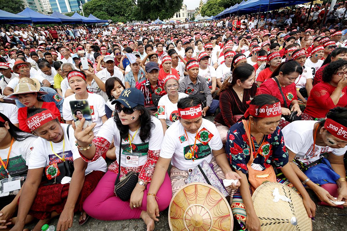 圖/17 日上街支持憲法改革、抗議軍方掌權的示威者。(REUTERS / Ann Wang / 達志影像)