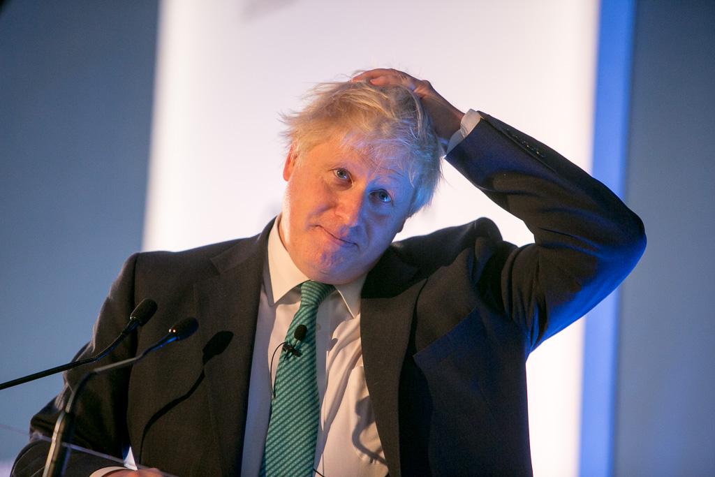 英國總理強生在一封提交給歐盟的信中指出,英國都將遵守在 10 月 31 日脫歐的承諾(圖/Chatham House/CC BY 2.0)