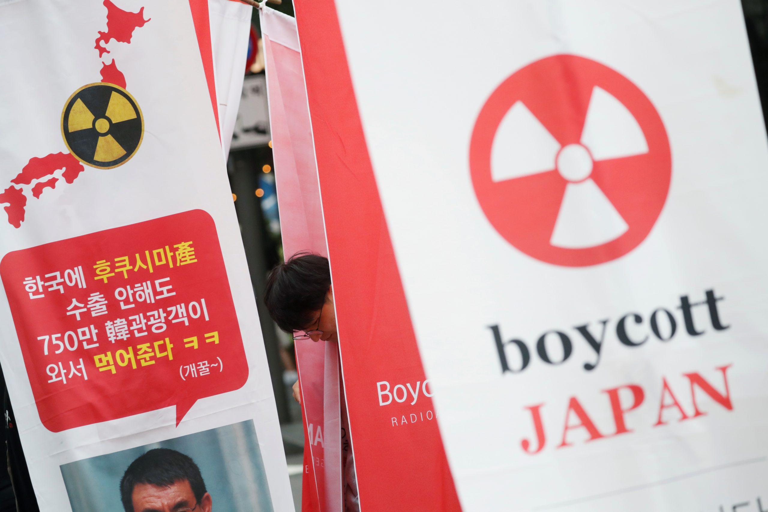 2019年8月3日韓國民眾在日本大使館附近抗議(圖/Kim Hong-Ji/路透社・達志影像)