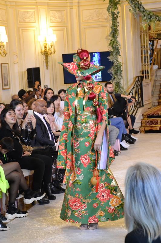巴黎時裝週 施堉霖讓台灣花布綻放伸展台