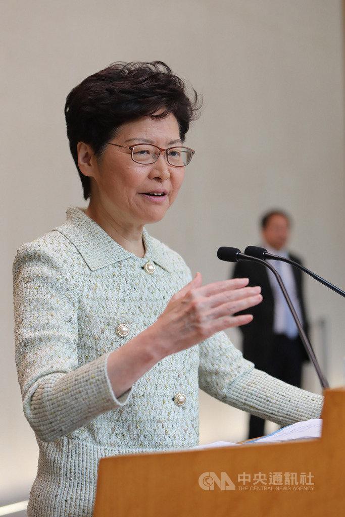香港泛民主派立法會議員針對禁止蒙面法提請覆核