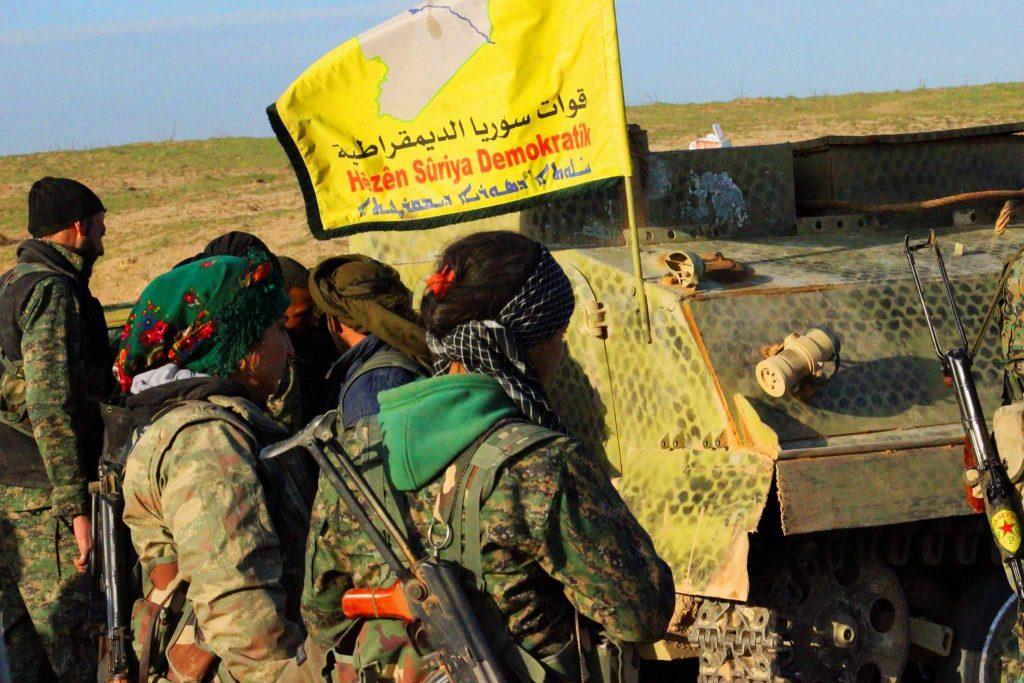 美國於敘利亞北境的軍力部屬,主要是與庫德族民兵合作打擊伊斯蘭國組織,並扮演著將庫德族與土耳其雙方隔離的緩衝區。(圖/Kurdishstruggle/CC BY 2.0)