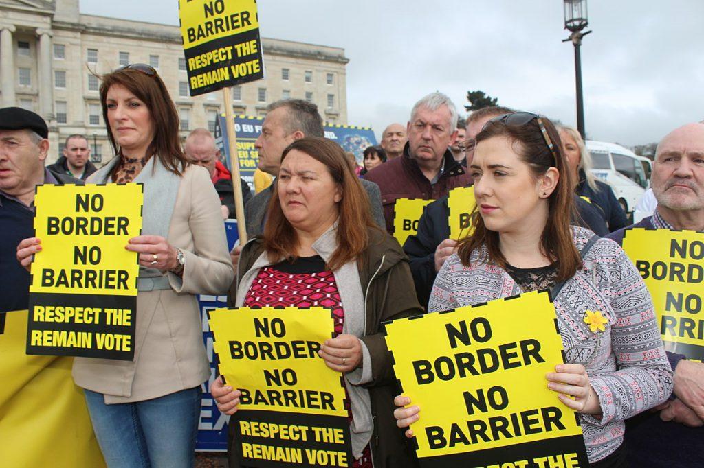 愛爾蘭島上的邊界問題則是脫歐提議的最大歧見之一(圖/Sinn Féin/CC BY 2.0)