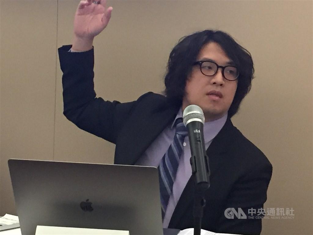 台北大學助理教授沈伯洋則指出,應揭露中國在台灣媒體的投資以及媒體所有者與中國的關係,包括關係企業的持股、受中國補助金額等,讓外界了解閱聽媒體與中國的關聯。(圖/中央社.江今葉)