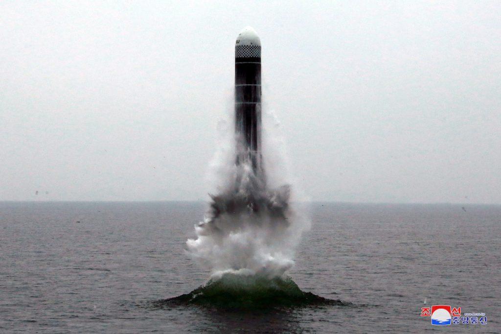 美朝非核化實務層級對話復談前夕,朝鮮成功試射潛射彈道飛彈(圖/KCNA KCNA/達志影像.路透社)