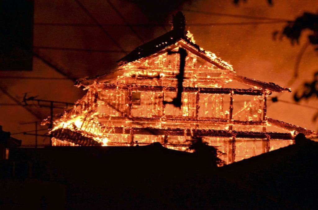 琉球象徵「首里城」,暗夜大火付之一炬(圖/ Keisuke Yano/達志影像.美聯社)