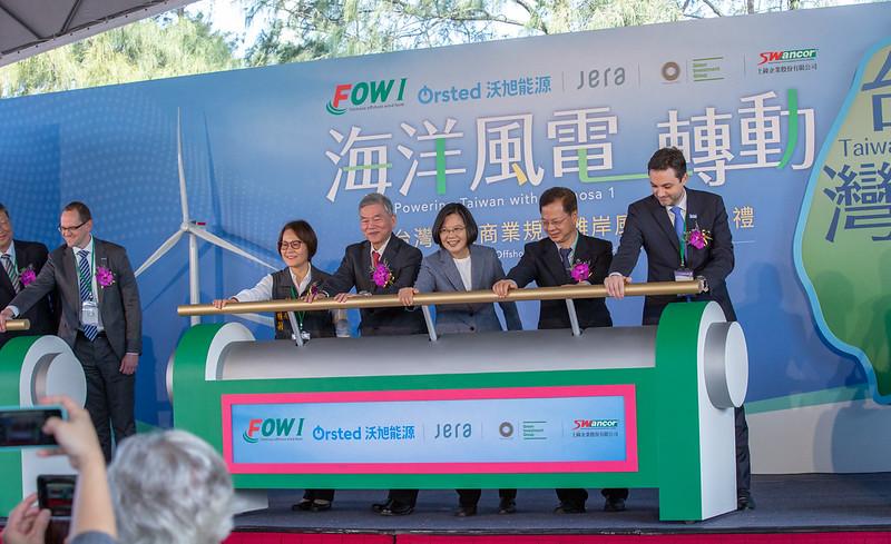 台灣首座離岸風場「海洋風場」(Formosa1),由全球最大的離岸風電開發商沃旭能源持股 35%(圖/台灣總統府)