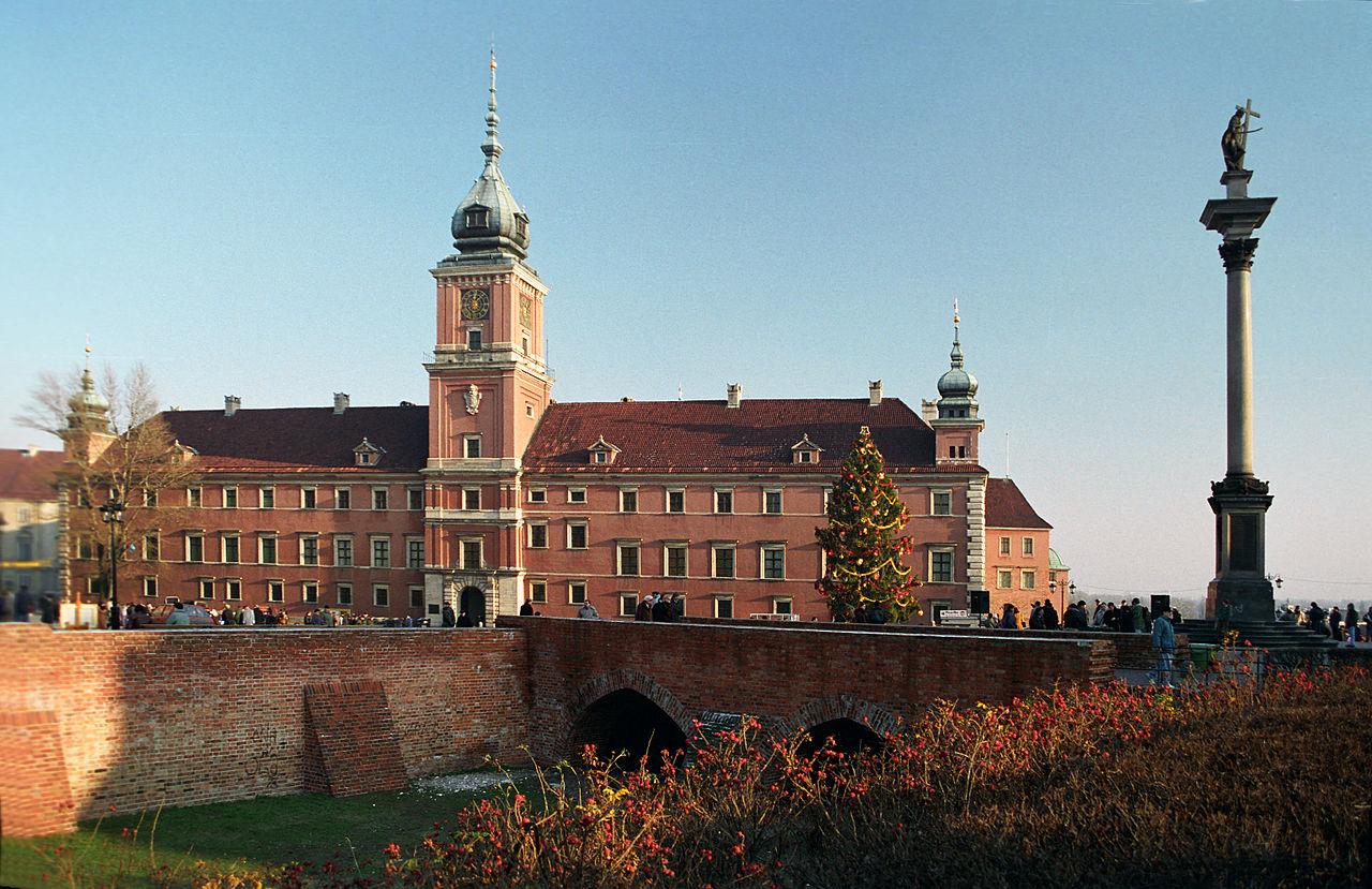 皇家城堡是位於波蘭首都華沙的宮殿建築(圖/Jerzy Strzelecki/CC BY-SA 3.0)