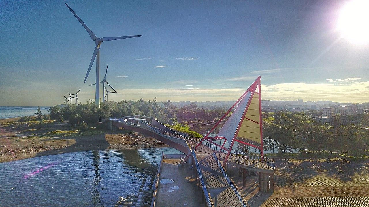 台灣首座離岸風場「海洋風場」於苗栗縣龍鳳漁港舉行竣工啟用儀式(圖/小蒯 精悅科技/CC BY-SA 4.0)