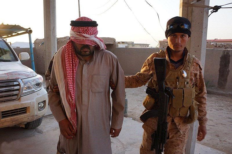 遭逮捕的伊斯蘭國聖戰士(圖/Ahmad Shamlo Fard/CC BY 4.0)