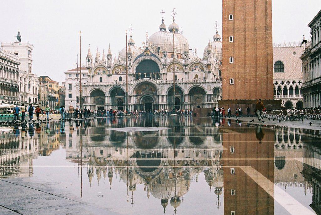 大潮侵襲威尼斯,義大利政府寄望摩西計畫(圖/ Kikuko Nakayama/CC BY-SA 2.0)