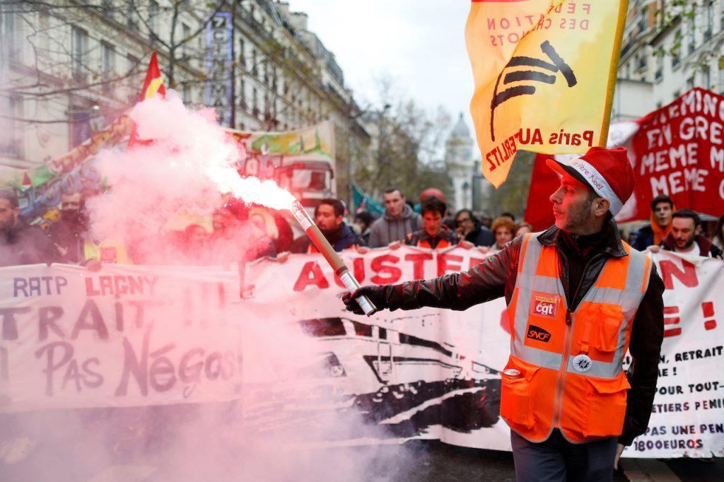 法國鐵路大罷工已確定會持續到聖誕假期後(圖/Charles Platiau/路透社.達志影像)