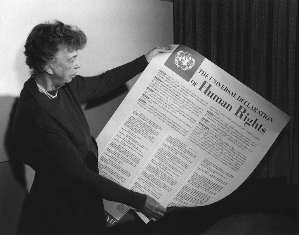 前美國第一夫人埃莉諾.羅斯福與《世界人權宣言》(圖/FDR Presidential Library & Museum/CC BY 2.0)