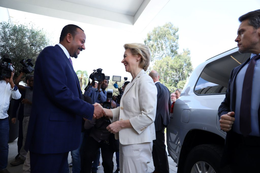 歐盟執委會主席馮德萊恩(Ursula von der Leyen)與與衣索比亞總理阿邁德(Abiy Ahmed)舉行雙邊峰會(圖/Tiksa Negeri/路透社.達志影像)