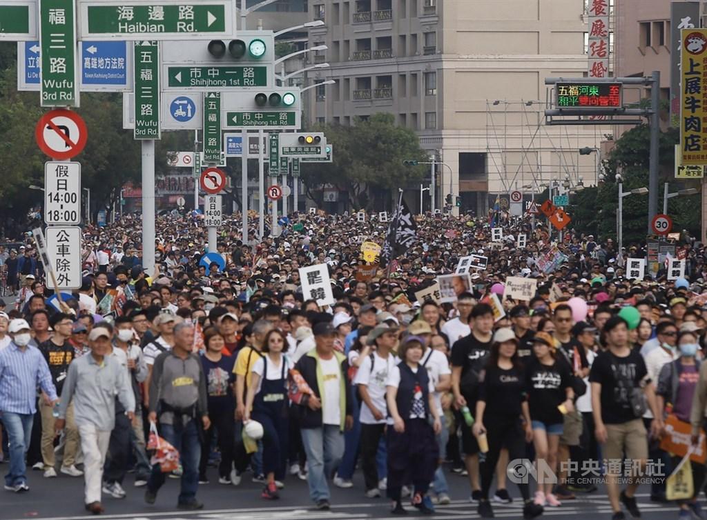 罷韓遊行估計有五十萬人上街頭