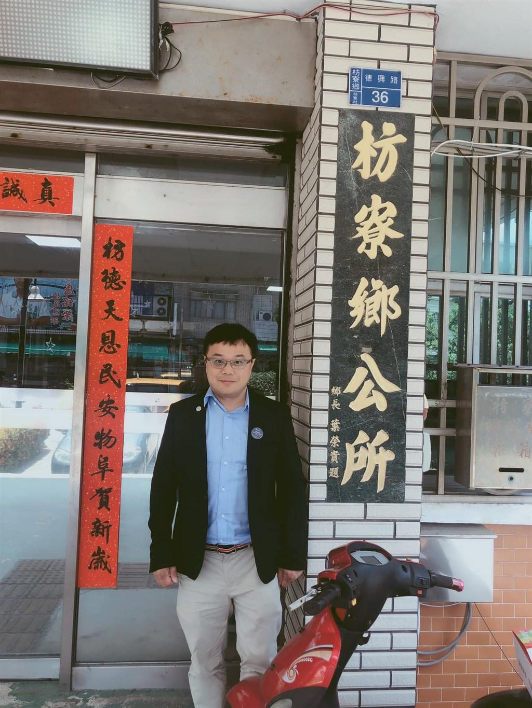 李孟居臉書照片