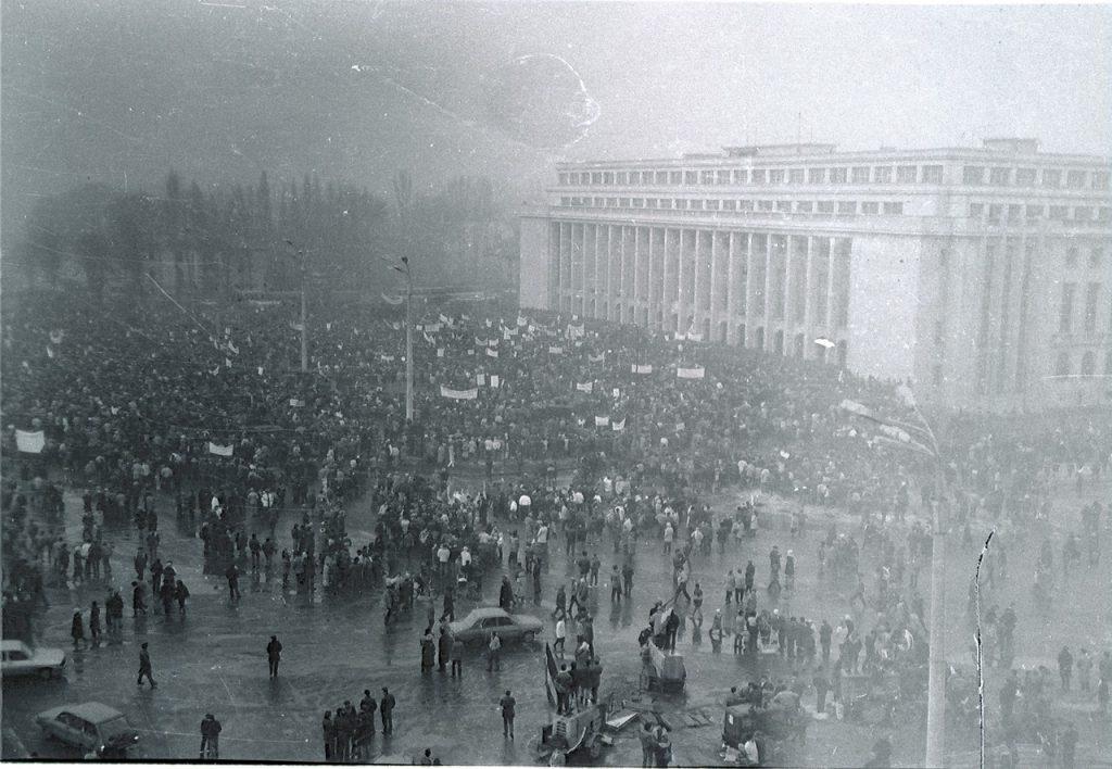 1990年2月,羅馬尼亞礦工在布加勒斯特維多利亞宮附近舉行抗爭(圖/CristianChirita/CC BY-SA 3.0)