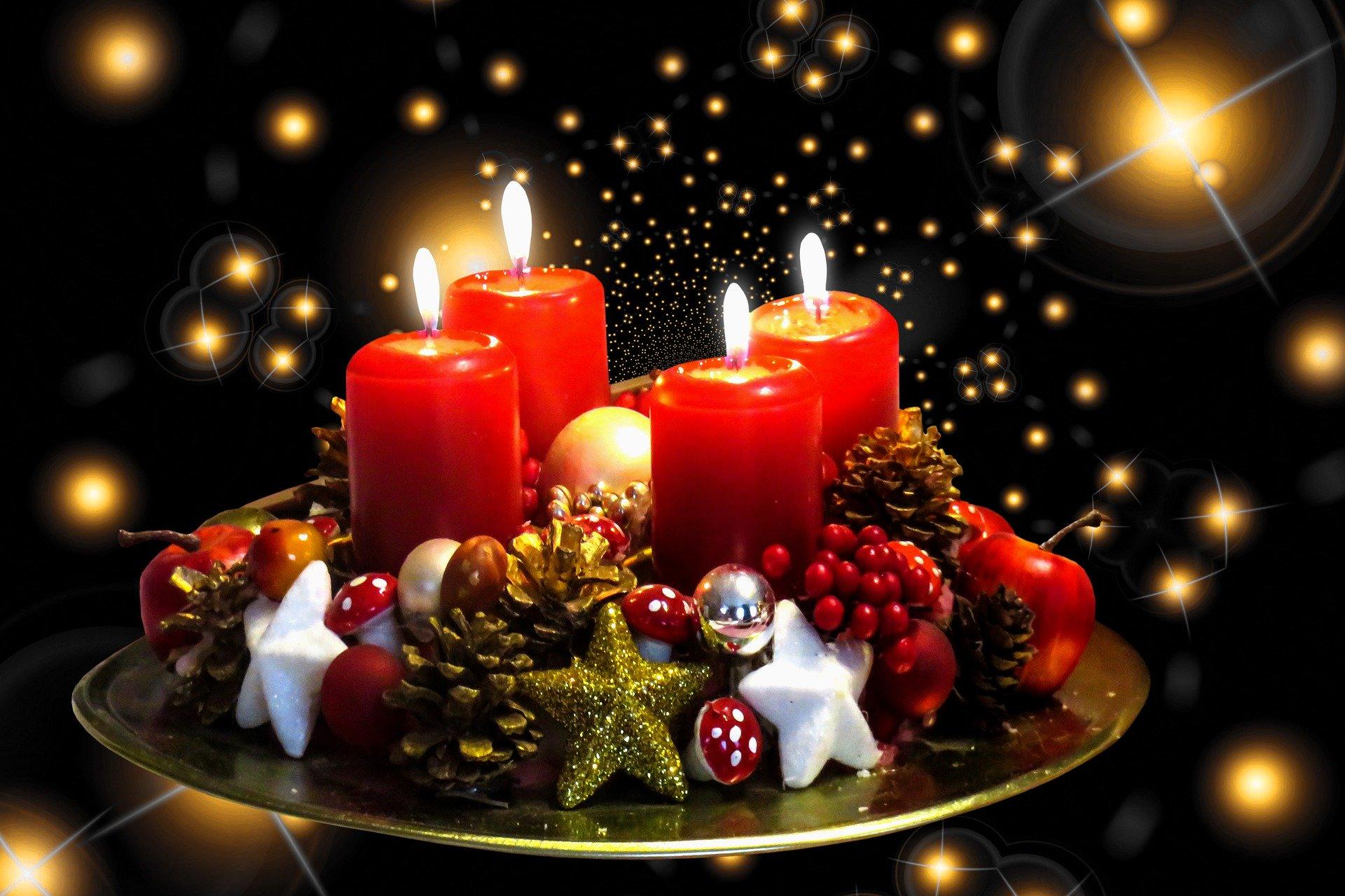 降臨燭台(聖誕燭台)(圖/Gerhard Gellinger.Pixabay)