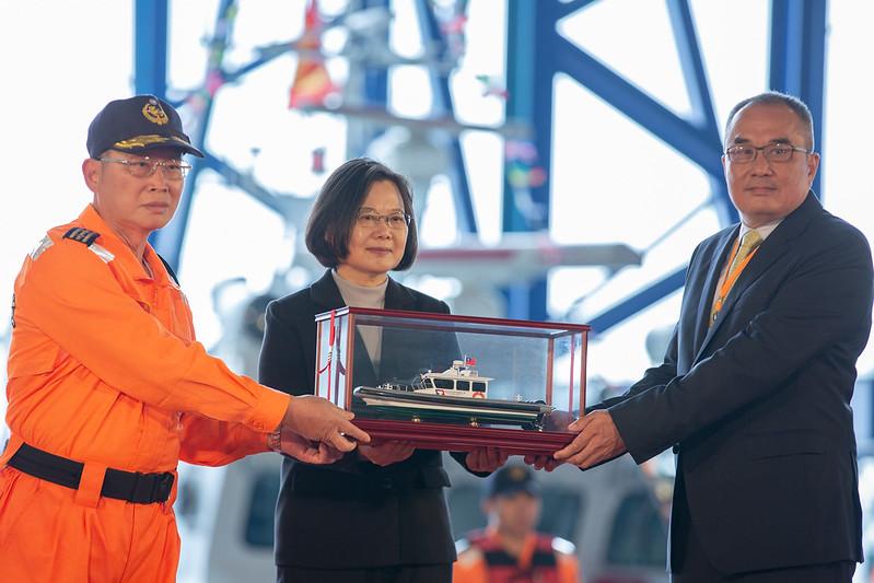 總統出席海洋委員會艦艇交船典禮