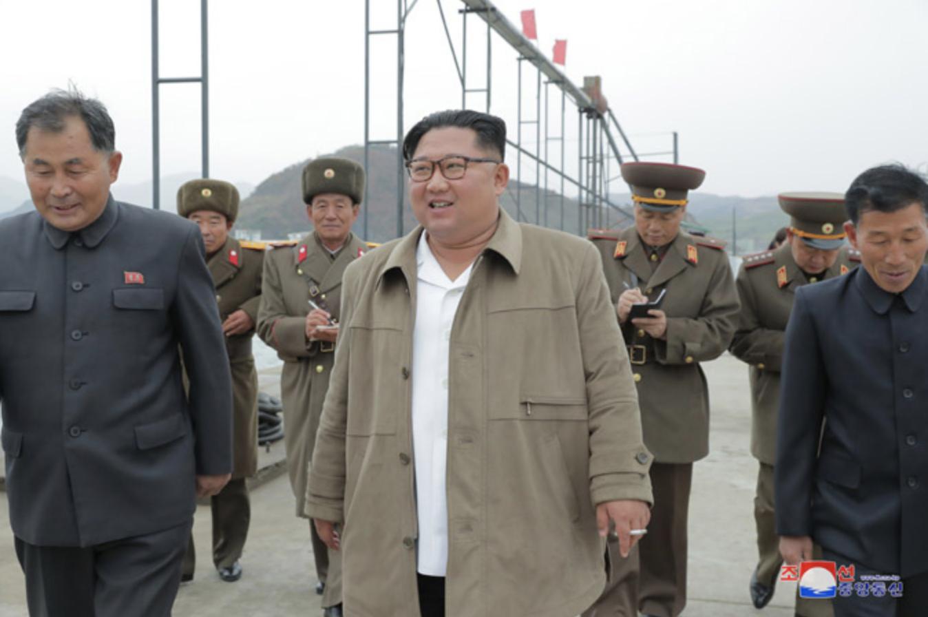 金正恩:「或許不久,安倍就會見識到真正的洲際彈道飛彈」(圖/朝鮮中央通信)