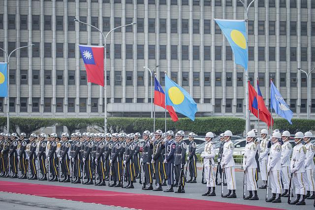 去年帛琉總統雷蒙傑來台訪問