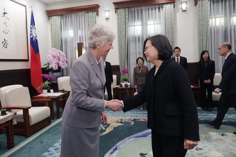 總統接見英國在台辦事處代表2