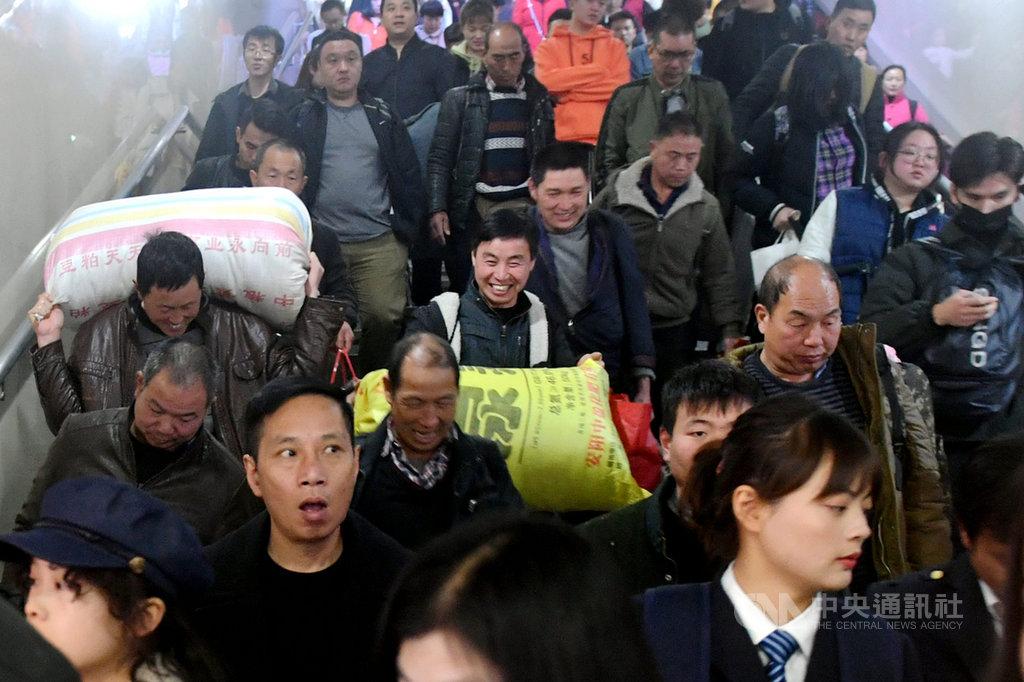 中國春運人潮,預估可能增加武漢肺炎病毒的傳染。