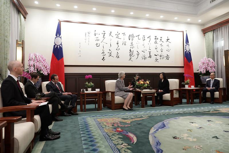 總統接見英國在台辦事處代表