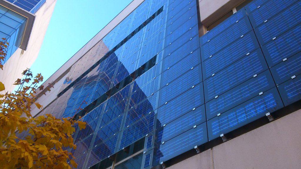 西班牙首都馬德里大樓的太陽能系統(圖/Hanjin/CC BY-SA 3.0)
