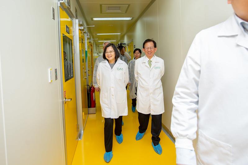 蔡總統參訪高端疫苗生物製造公司