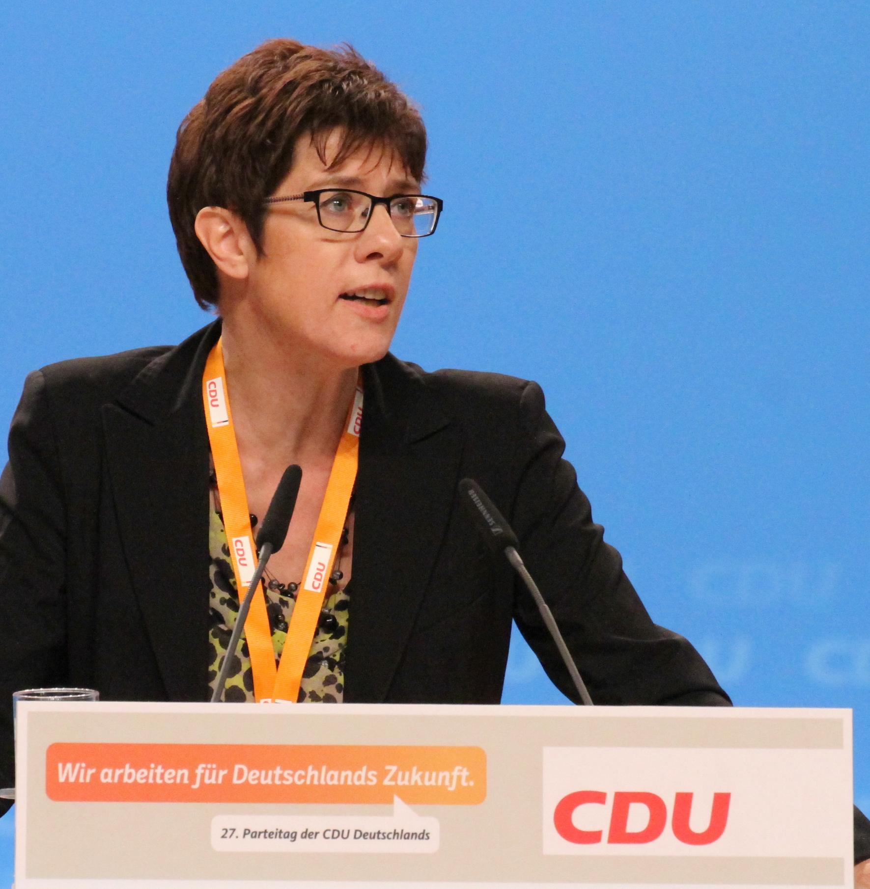 安妮格雷特.克朗普-凱倫鮑爾(Annegret Kramp-Karrenbauer)(圖/Olaf Kosinsky/CC BY-SA 3.0 DE)